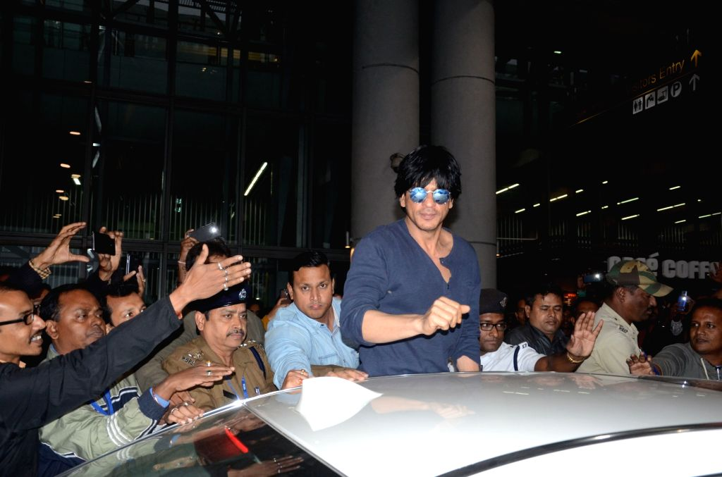 Actor Shah Rukh Khan at Netaji Subhas Chandra Bose International Airport in Kolkata, on Dec 22, 2015.