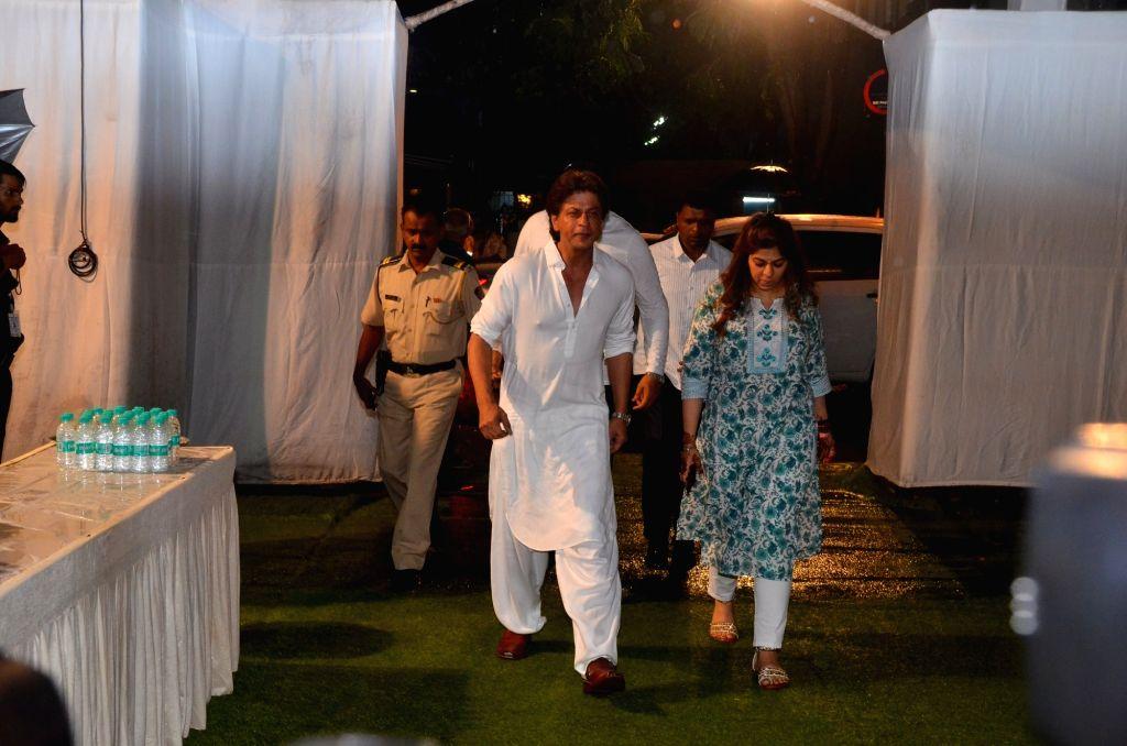 Actor Shah Rukh Khan attend late Director Kundan Shah's prayer meet in Mumbai on Oct 10, 2017. - Shah Rukh Khan and Kundan Shah