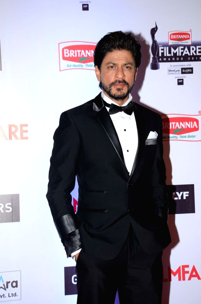 Actor Shah Rukh Khan during the 61st Britannia Filmfare Awards in Mumbai on January 15, 2016. - Shah Rukh Khan