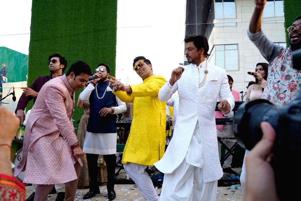 Actor Shah Rukh Khan, filmmaker Karan Johar, Ranbir Kapoor dance with Akash Ambani as singer Mika Singh sings ahead of his wedding in Mumbai, on March 9, 2019. - Shah Rukh Khan, Karan Johar, Ranbir Kapoor, Akash Ambani and Mika Singh