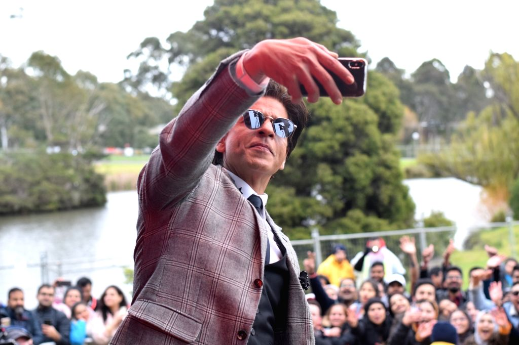 Actor Shah Rukh Khan poses for selfies with the students at La Trobe University where he received an honorary doctorate degree from for his contributions and efforts towards ... - Shah Rukh Khan