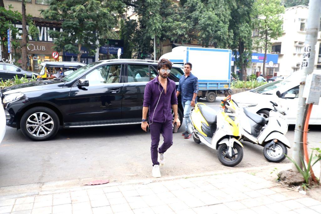 "Actor Shahid Kapoor arrives on the sets of actress Neha Dhupia's chat show ""#NoFilterNeha - Season 4"" in Mumbai on Oct 17, 2019. - Shahid Kapoor"
