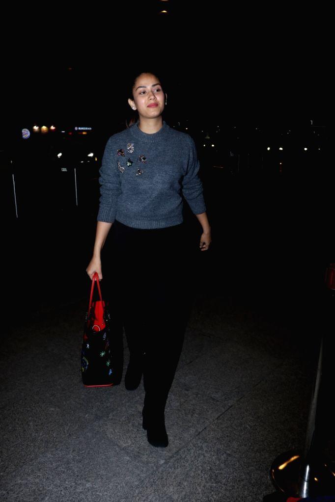Actor Shahid Kapoor's wife Mira Rajput seen at Chhatrapati Shivaji Maharaj International airport in Mumbai on Dec 5, 2017. - Shahid Kapoor
