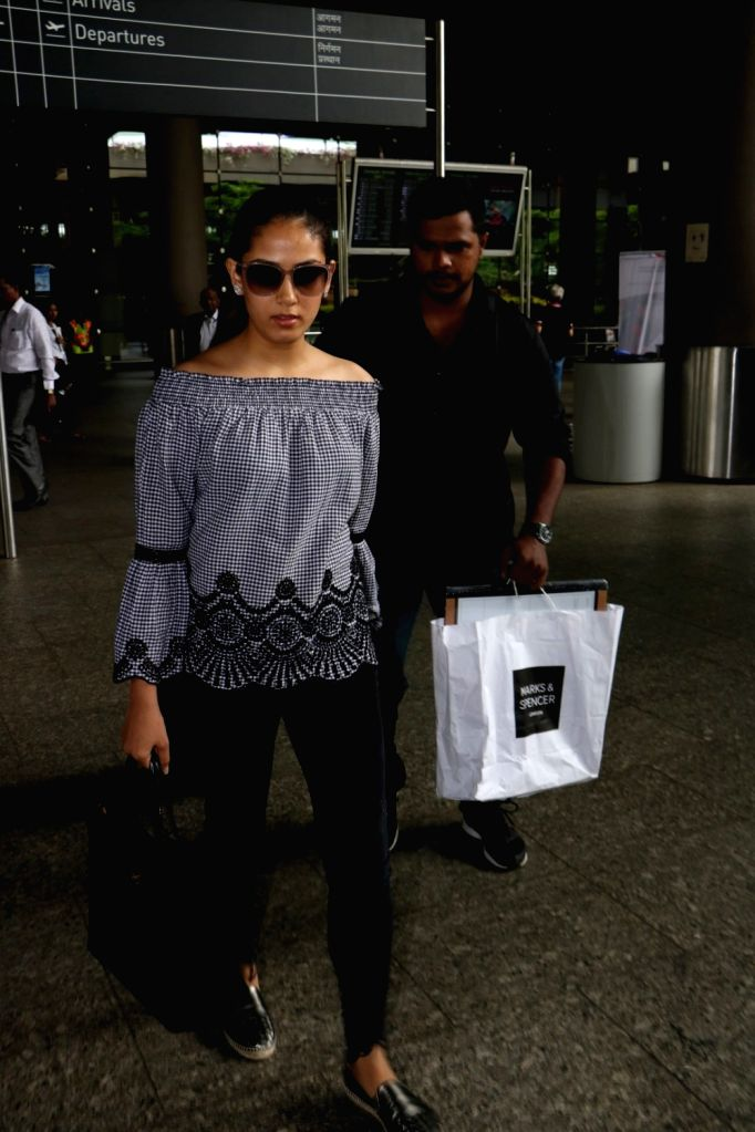 Actor Shahid Kapoor wife Mira Rajput spotted at Airport in Mumbai, on June 24, 2017. - Shahid Kapoor