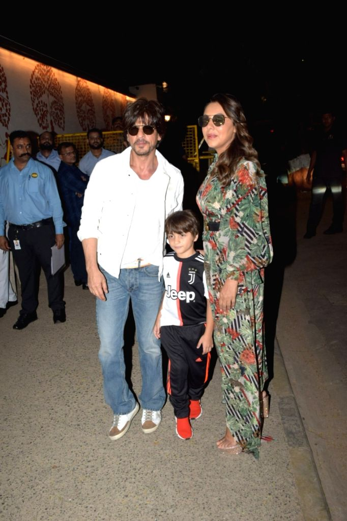 Actor Shahrukh Khan along with his wife Gauri Khan and son AbRam Khan attend the birthday party of Aaradhya Bachchan, the daughter of actors Abhishek Bachchan and Aishwarya Rai Bachchan, in ... - Shahrukh Khan, Abhishek Bachchan, Aishwarya Rai Bachchan and Aaradhya Bachchan
