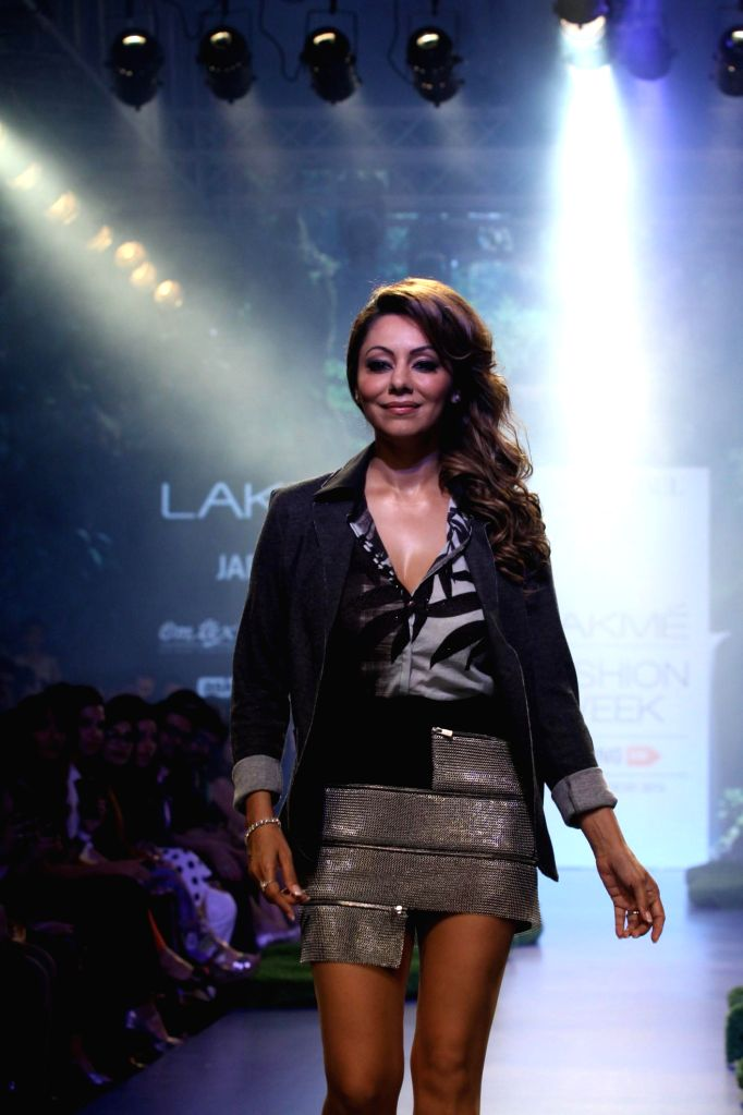 Actor Shahrukh Khan`s wife Gauri Khan with models during her show at the Lakme Fashion Week Summer Resort 2015 in Mumbai on March 20, 2015. - Shahrukh Khan