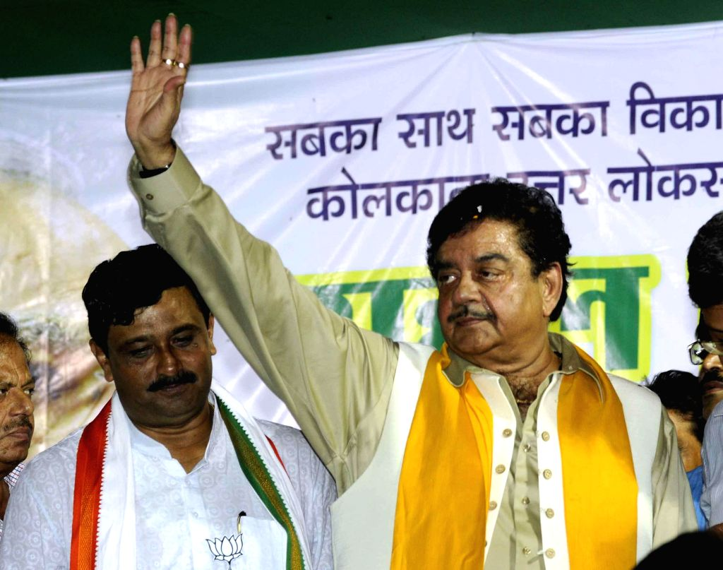 Actor Shatrughan Sinha campaigns for West Bengal BJP president and party's candidate for 2014 Lok Sabha Election from North Kolkata, Rahul Sinha in Kolkata on May 5, 2014.