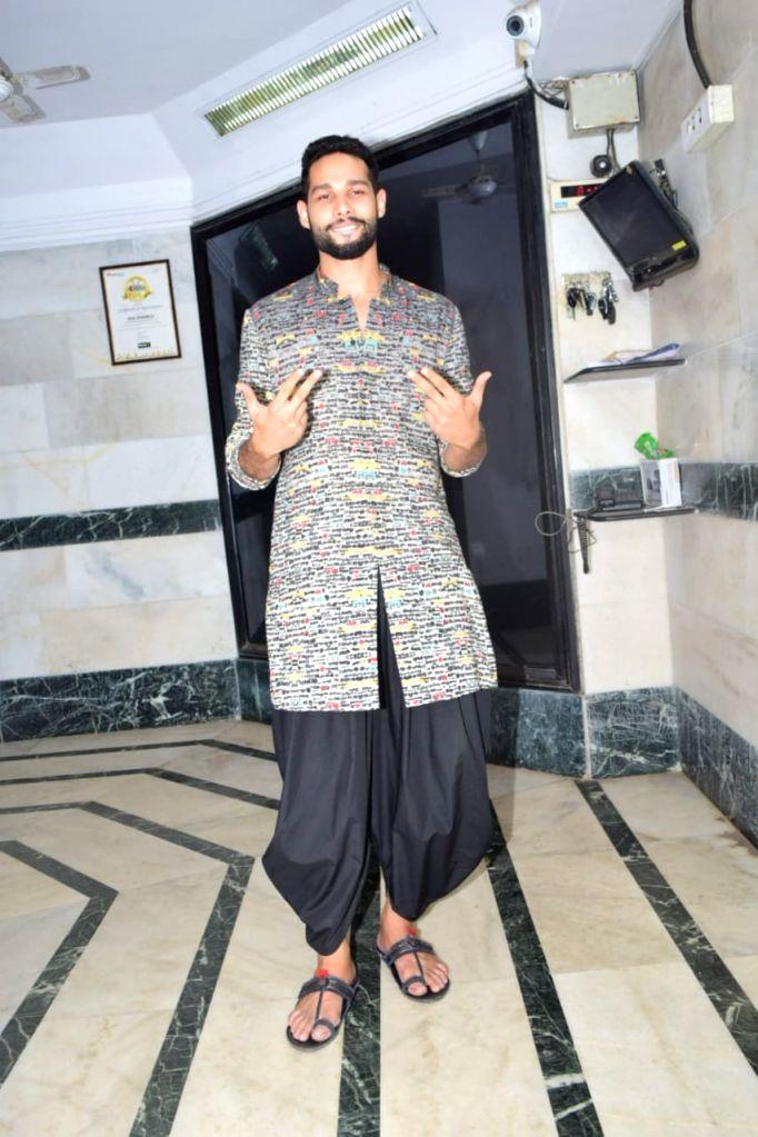 Actor Siddhant Chaturvedi seen at his residence in Mumbai's Juhu on Nov 13, 2020. - Siddhant Chaturvedi