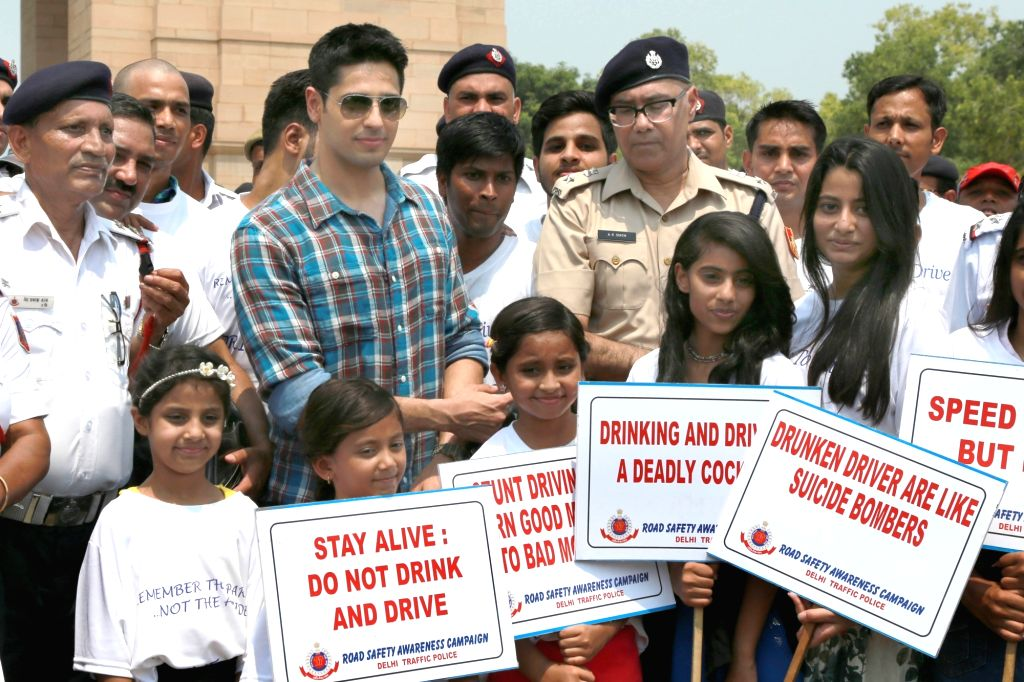 Actor Sidharth Malhotra during the road safety awareness campaign `Do Not Drink and Drive` organised by Delhi Traffic Police at India Gate, New Delhi on June 25, 2017. - Sidharth Malhotra