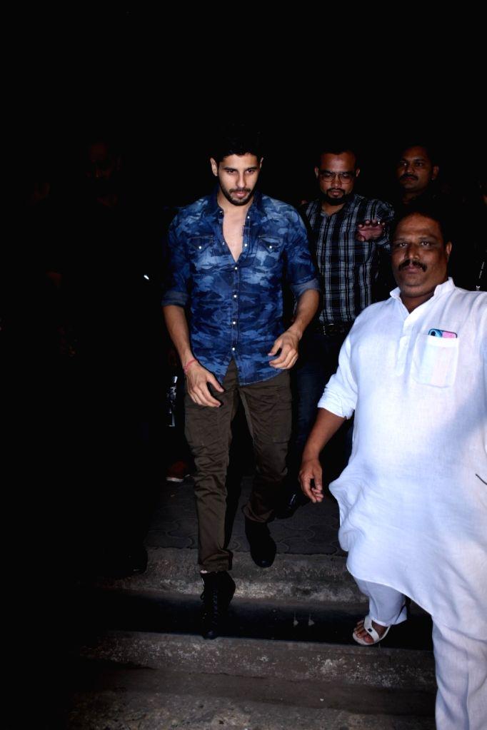 Actor Sidharth Malhotra seen at Bandra in Mumbai on Nov 15, 2019. - Sidharth Malhotra