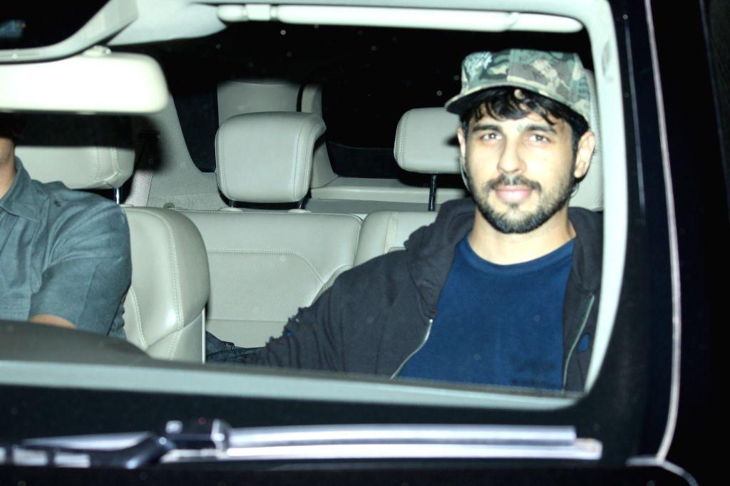 Actor Sidharth Malhotra seen in Mumbai's Bandra, on April 9, 2019. - Sidharth Malhotra