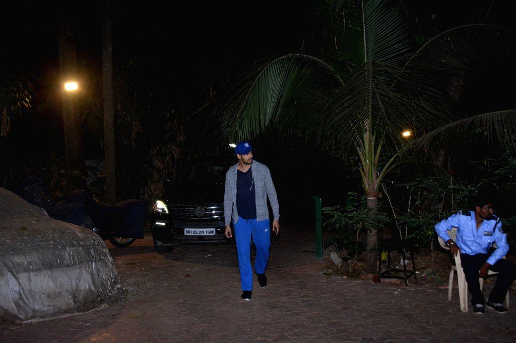 Actor Sidharth Malhotra seen in Mumbai's Bandra,, on April 11, 2019. - Sidharth Malhotra