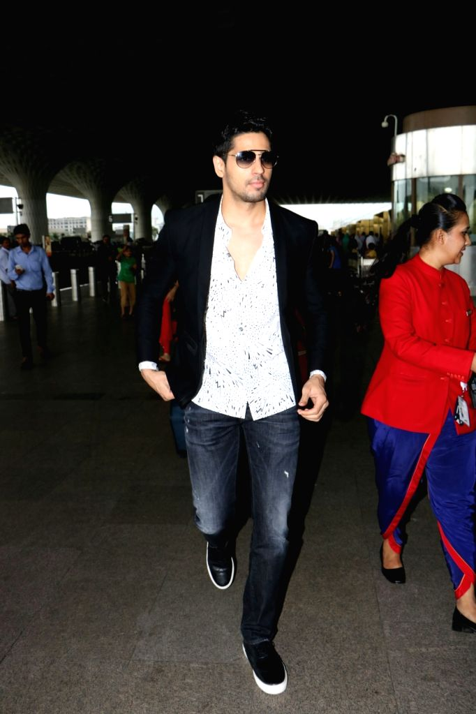 Actor Sidharth Malhotra spotted at airport in Mumbai, on Aug 19, 2017. - Sidharth Malhotra