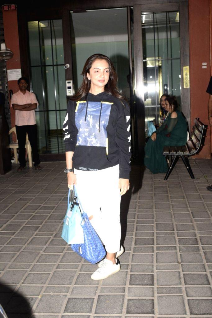 Actor Sohail Khan's wife Seema Khan at Salma Khan's birthday party hosted by Arpita Khan Sharma in Mumbai, on Dec 7, 2018. - Sohail Khan, Seema Khan, Salma Khan and Arpita Khan Sharma