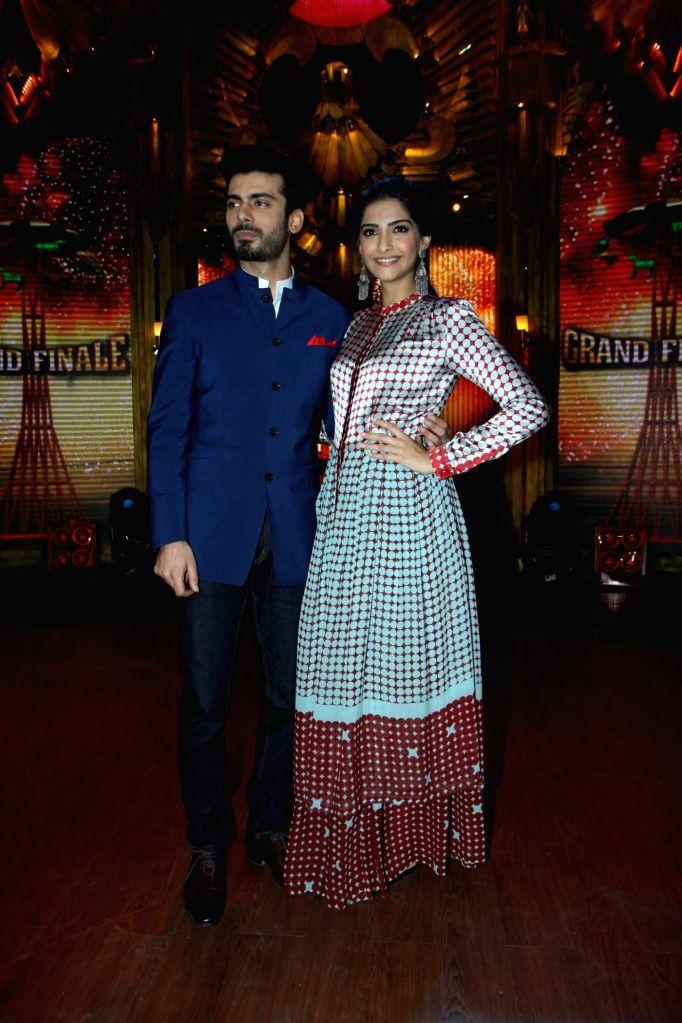 Actor Sonam Kapoor and Pakistani actor Fawad Khan on the sets of Entertainment Ke Liye Kuch Bhi Karega (EKLKBK) to promote upcoming film Khoobsurat in Mumbai on July 27, 2014. - Sonam Kapoor and Fawad Khan