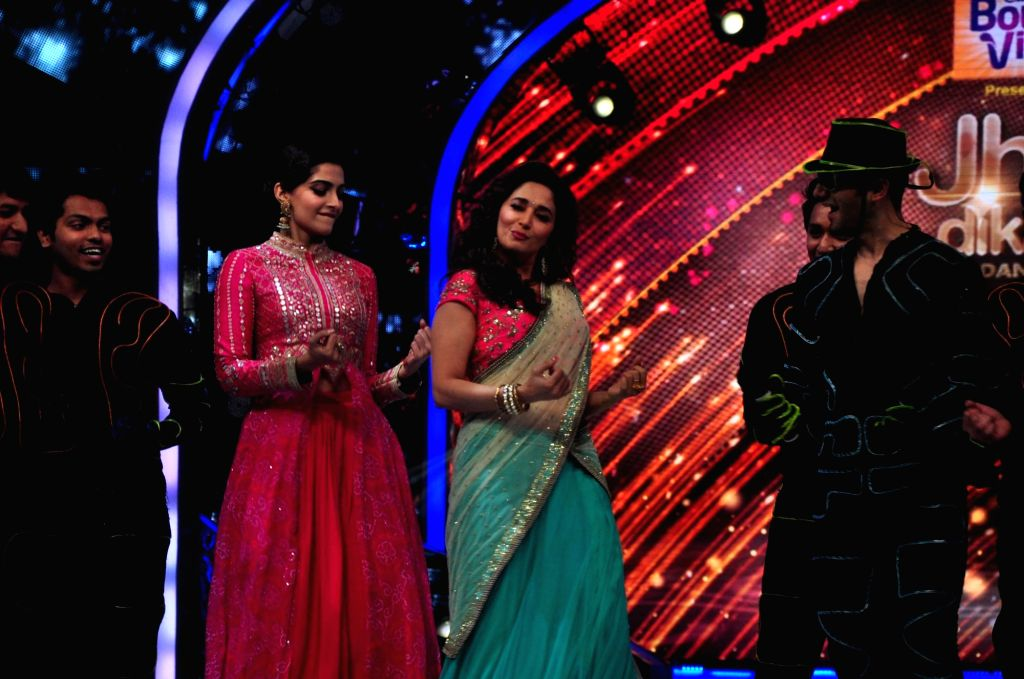Actor Sonam Kapoor shaking a leg with dancing diva and celebrity judge, Madhuri Dixit on the sets of Jhalak Dikhla Jaa during the promotion of film Khoobsurat in Mumbai on Sept 2, 2014. - Sonam Kapoor and Madhuri Dixit