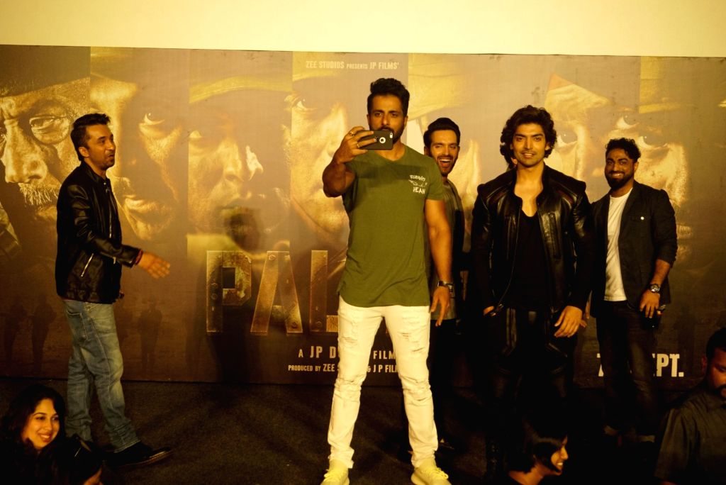 """Actor Sonu Sood poses for a selfie while actors Siddhanth Kapoor, Gurmeet Choudhary and Luv Sinha look on, at the trailer launch of their upcoming film """"Paltan"""", in Mumbai on Aug 2, ... - Sonu Sood, Siddhanth Kapoor, Gurmeet Choudhary and Luv Sinha"""