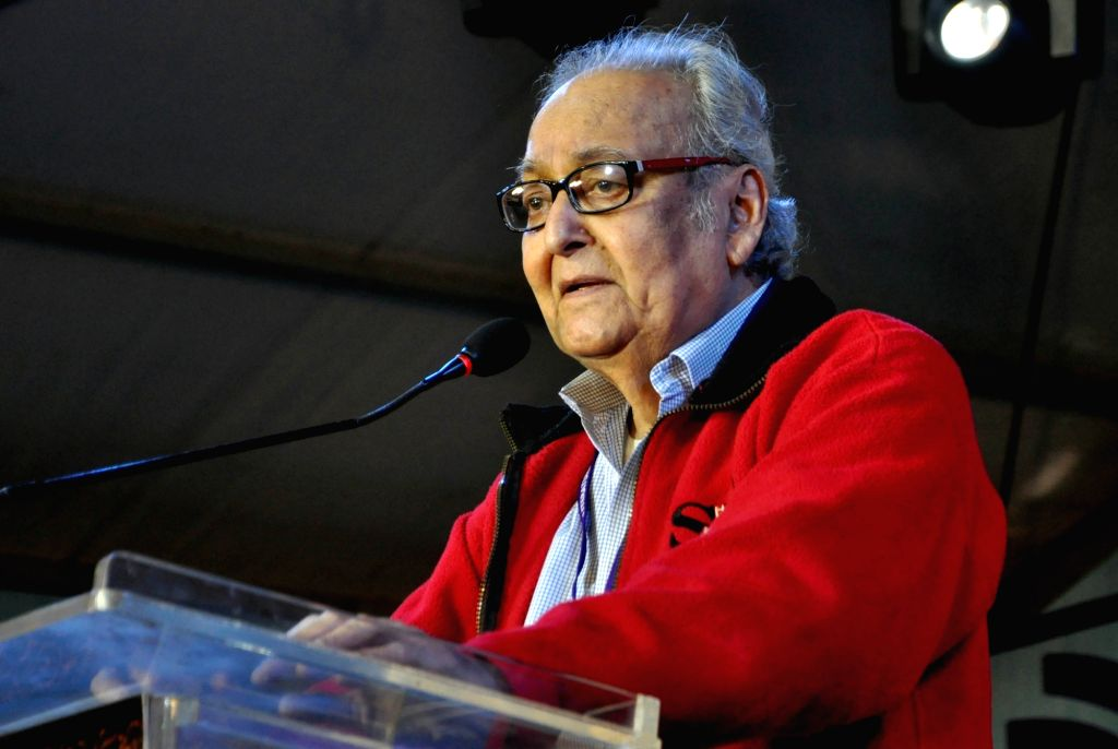 Actor Soumitra Chatterjee addresses at 'Kolkata Literature Festival' during the 44th International Kolkata Book Fair, on Feb 6, 2020. - Soumitra Chatterjee