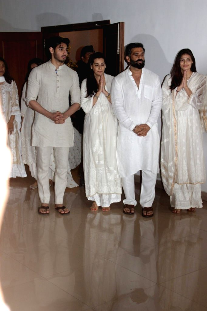 Actor Suniel Shetty with his wife Mana Shetty daughter Athiya Shetty and son Aahan Shetty during his father Veerapa Shetty prayer meeting in Mumbai on March 4, 2017. - Suniel Shetty, Mana Shetty, Athiya Shetty, Aahan Shetty and Veerapa Shetty