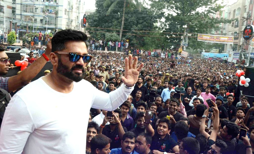 Actor Sunil Shetty during a programme in Patna on Dec 6, 2015.
