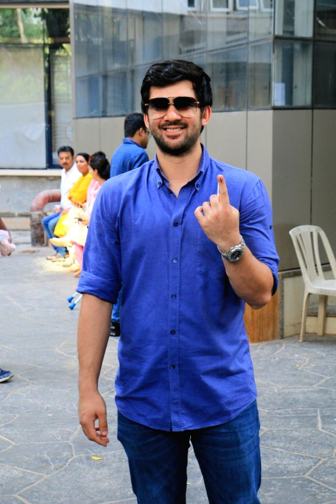 Actor Sunny Deol's Son Karan Deol show their forefingers marked with indelible ink after casting vote during the fourth phase of 2019 Lok Sabha elections in Mumbai on April 29, 2019. - Sunny Deo