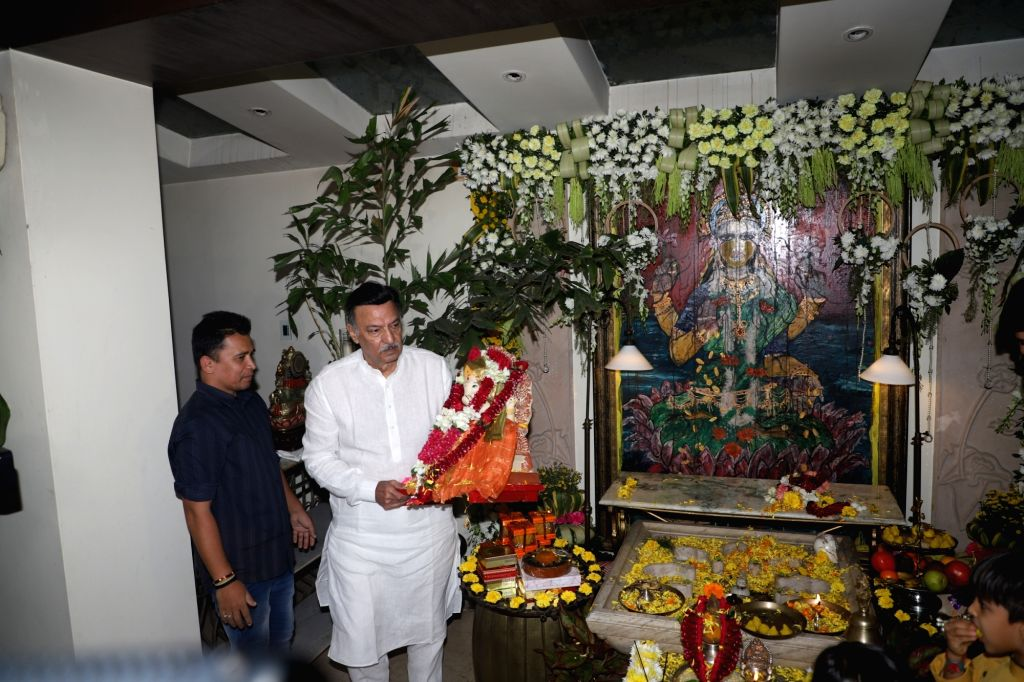 Actor Suresh Oberoi during Ganapati Visarjan at his residence in Mumbai on Sep 7, 2019. - Suresh Oberoi