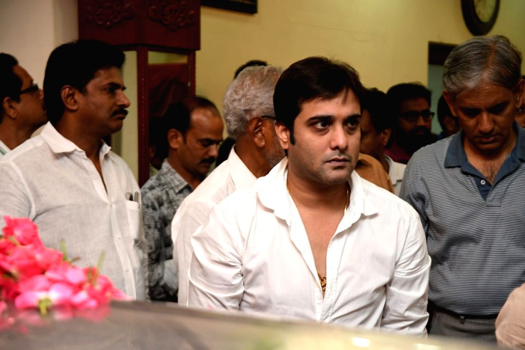 Actor Tarun paying his last repects to Dasari Narayana Rao at Dasari's residence. - Tarun and Dasari Narayana Rao