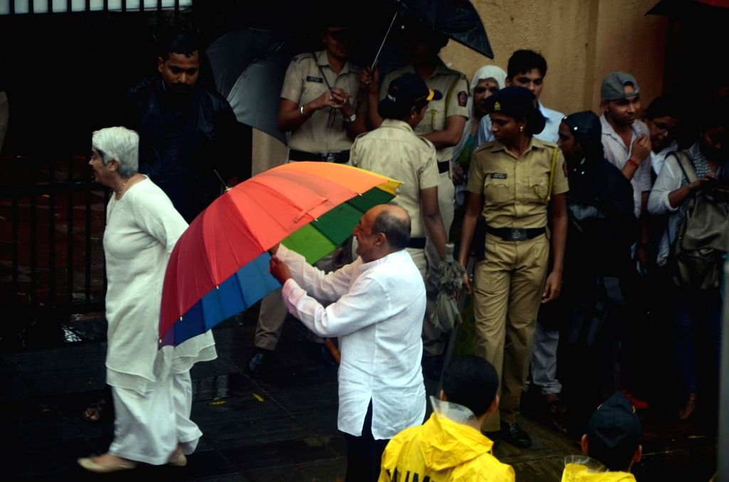 Actor Tinnu Anand attends the funeral of late actor-filmmaker Shashi Kapoor in Mumbai on Dec 5, 2017. The romantic screen icon of the 1970s and early 1980s died aged 79. The cause of death ... - Tinnu Anand and Shashi Kapoor