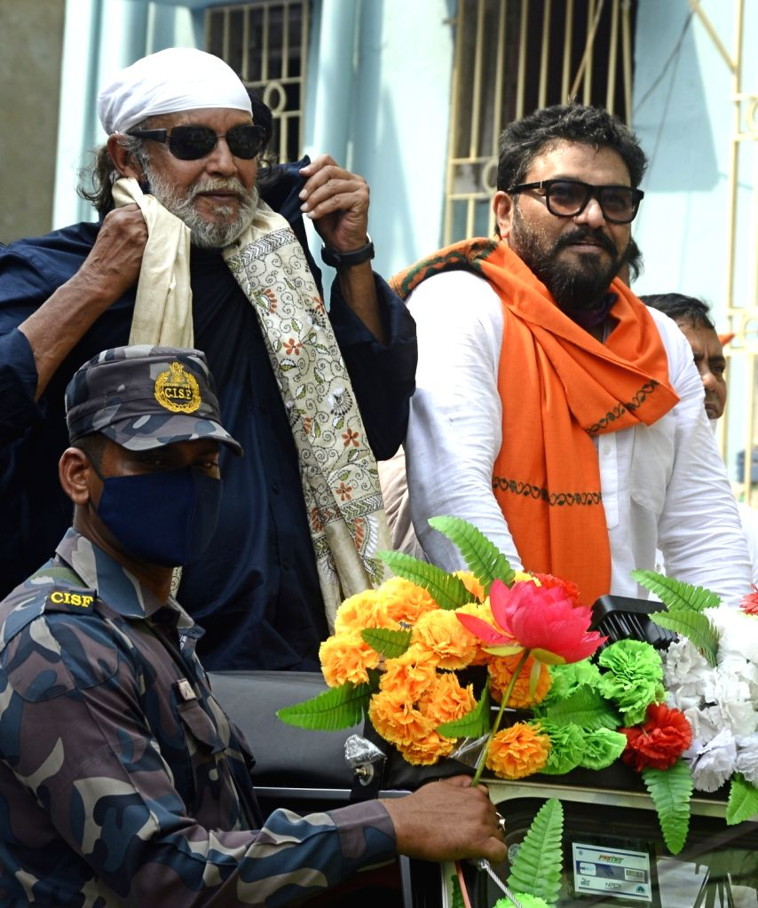 Actor turned BJP leader Mithun Chakraborty along with BJP candidate for Tollygunge constituency, Union Minister of State for Environment, Forest and Climate Change, Babul Supriyo at a roadshow during ... - Mithun Chakraborty