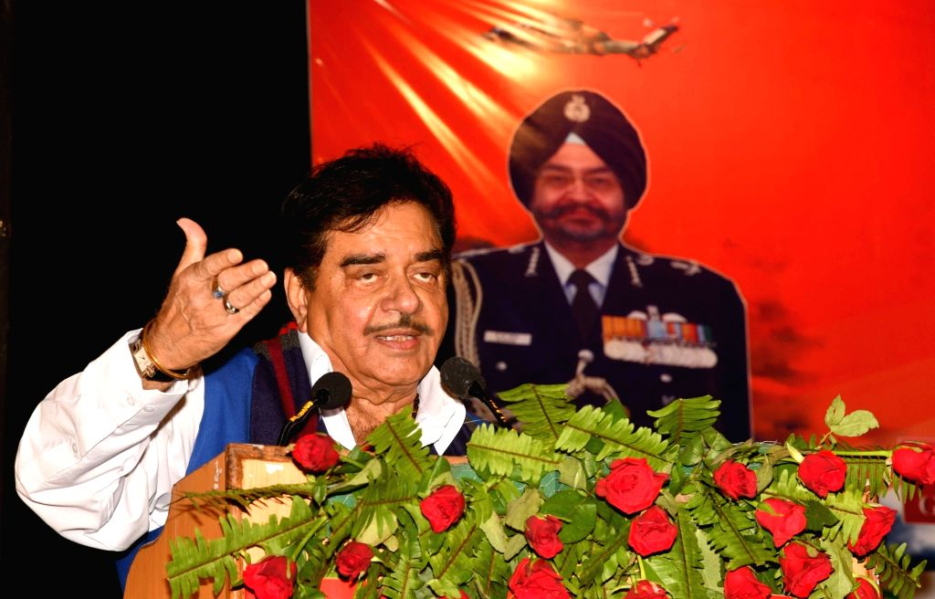 Actor turned politician Shatrughan Sinha addresses during a programme organised ahead of Kargil Vijay Diwas in Patna on July 21, 2018. - Shatrughan Sinha