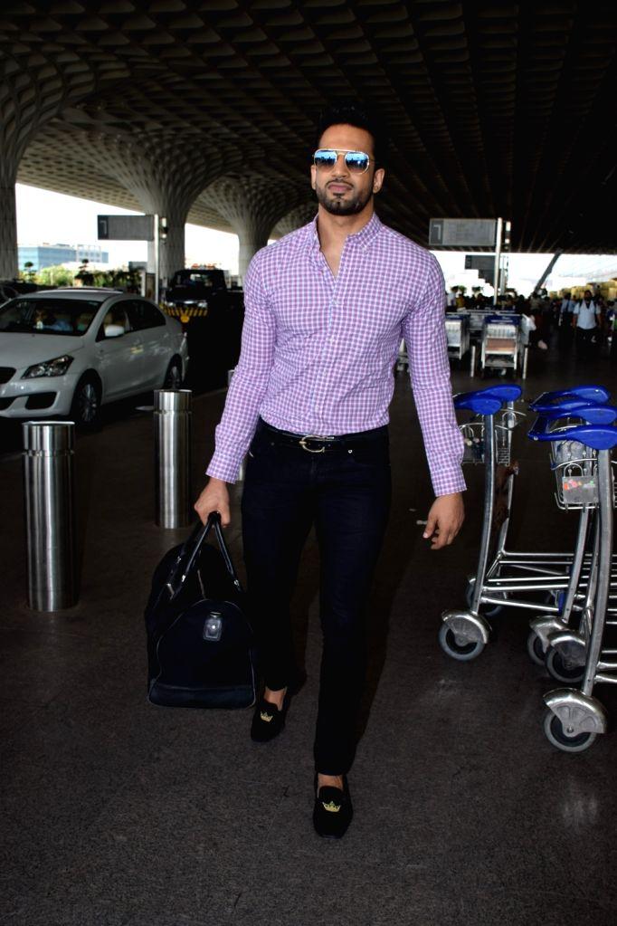 Actor Upen Patel seen at Chhatrapati Shivaji International Airport in Mumbai on June 4, 2018. - Upen Patel