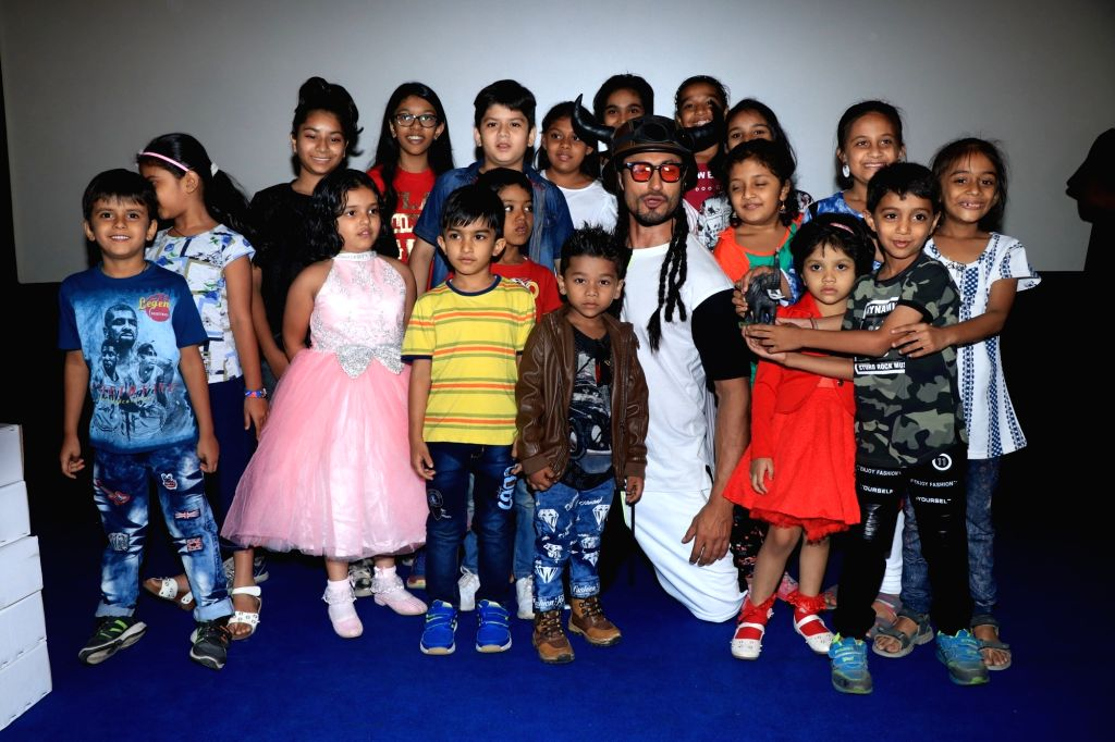 """Actor Vidyut Jamwal with children during the special trailer screening of his upcoming film """"Junglee"""" in Mumbai, on March 4, 2019. - Vidyut Jamwal"""