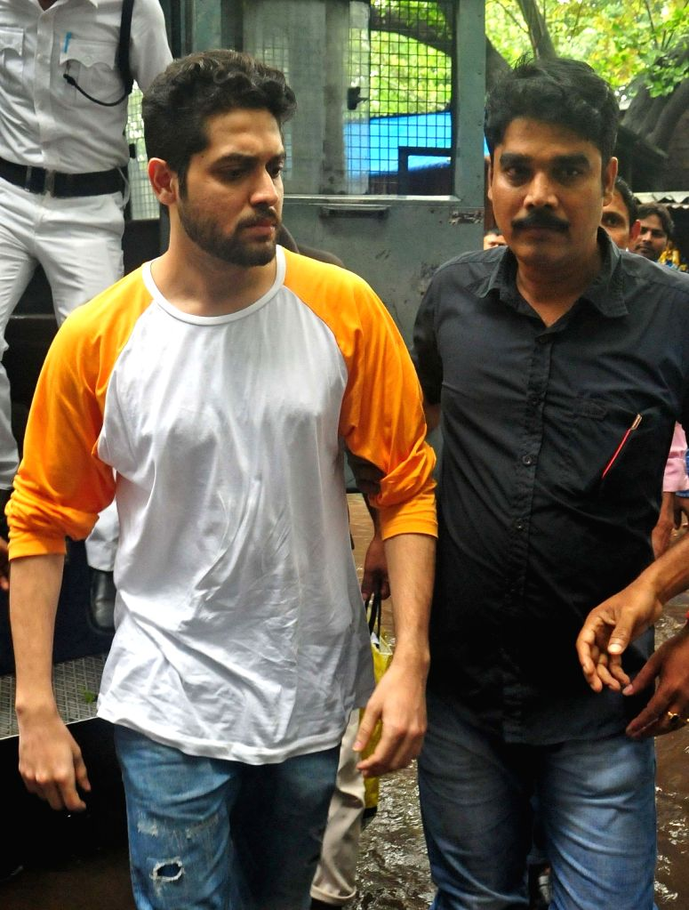 Actor Vikram Chatterjee, who is facing a culpable homicide charge for the car crash in which model-anchor Sonika Chauhan was killed, being taken to be produced before a Kolkata court on July ... - Vikram Chatterjee and Sonika Chauhan