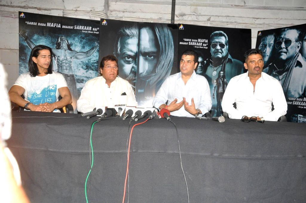 Actor Vipinno, Vinod Khanna and Suniel Shetty, Filmmaker Asshu Trikha during the press conference of the film Koyelaanchal in Mumbai on  May 06, 2014 - Vipinno, Vinod Khanna and Suniel Shetty