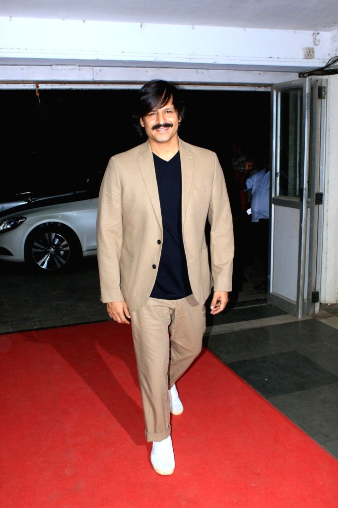 """Actor Vivek Oberoi at live concert """"Love for Life Begins With Music"""" for the Cancer Patients Aid Association (CPAA) in Mumbai on May 31, 2018. - Vivek Oberoi"""
