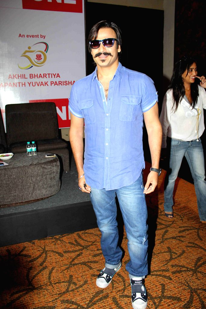 Actor Vivek Oberoi at Mega Blood Donation drive press meet organised by Akhil Bhartiya Terapanth Yuvak Parishad in Mumbai on 25th August 2014