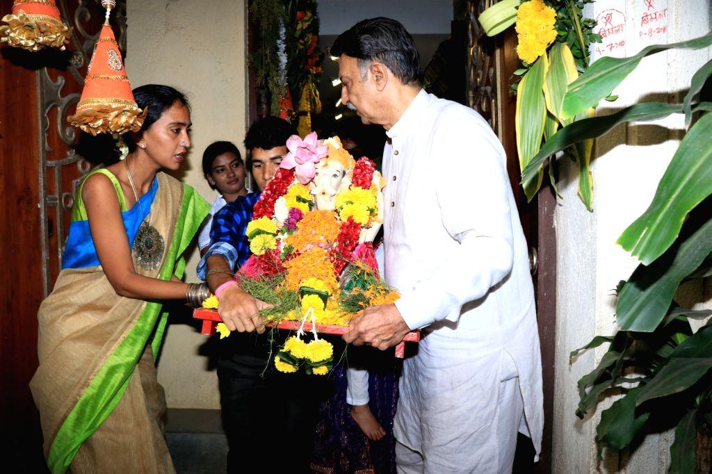 Actor Vivek Oberoi's father Suresh Oberoi and wife Priyanka Alva Oberoi bid adieu to Lord Ganesha in Mumbai on Sept 16, 2018. - Vivek Obero