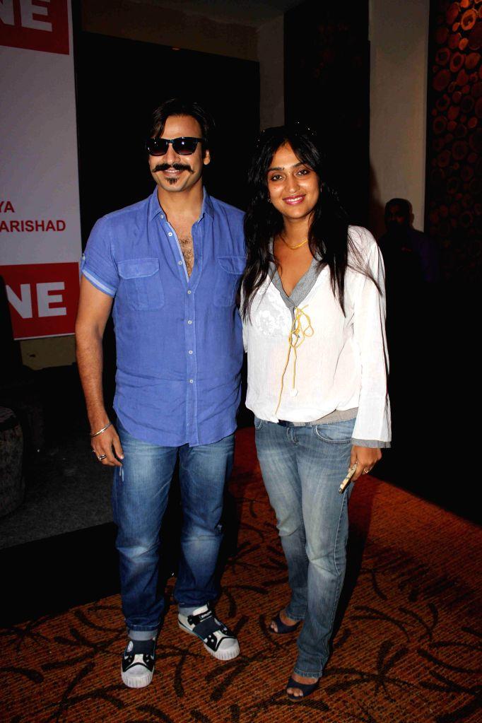 Actor Vivek Oberoi with his wife Priyanka Alva Oberoi at Mega Blood Donation drive press meet organised by Akhil Bhartiya Terapanth Yuvak Parishad in Mumbai on 25th August 2014