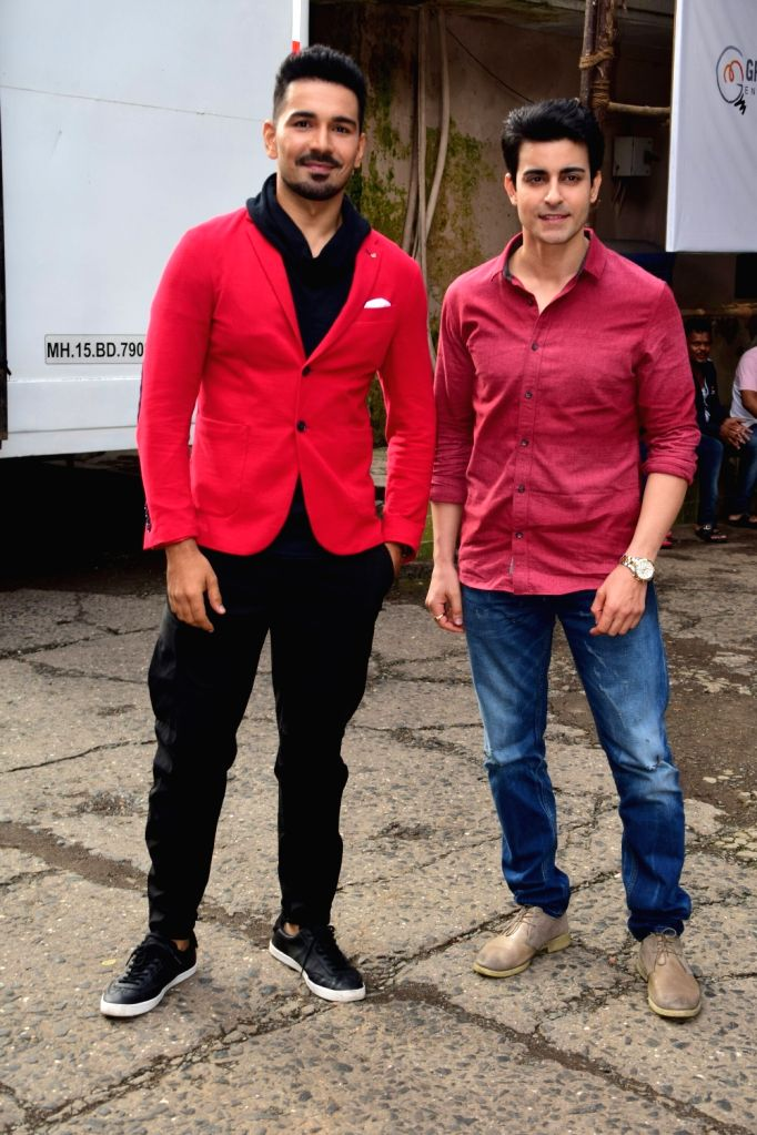 """Actors Abhinav Shukla and Gautam Rode during the promotions of their upcoming film """"Aksar 2"""" on the sets of television show 'Comedy Dangal' in Mumbai on Sept 17, 2017. - Abhinav Shukla and Gautam Rode"""