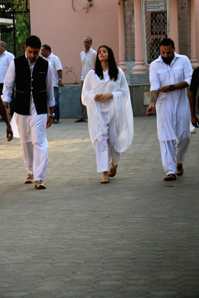 Actors Abhishek Bachchan and Aishwarya Rai Bachchan arrive at the funeral of Amitabh Bachchan's longtime secretary and film producer Sheetal Jain who passed away at 77, in Mumbai on June 8, ... - Abhishek Bachchan, Aishwarya Rai Bachchan, Amitabh Bachchan and Sheetal Jain