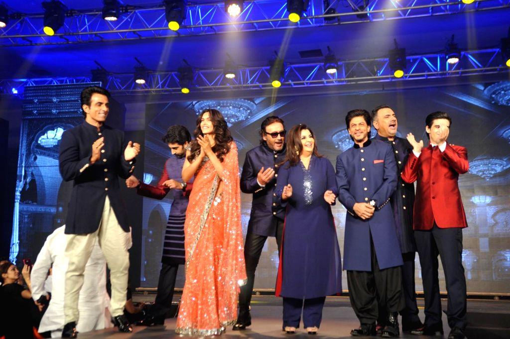 Actors Abhishek Bachchan, Deepika Padukone, Jackie Shroff, filmmaker Farah Khan, actors Boman Irani, Sonu Sood, Vivaan Shah, Shahrukh Khan, singers Shekhar Ravjiani and Vishal Dadlani during the ... - Abhishek Bachchan, Deepika Padukone, Jackie Shroff, Boman Irani, Sonu Sood, Vivaan Shah, Shahrukh Khan and Farah Khan
