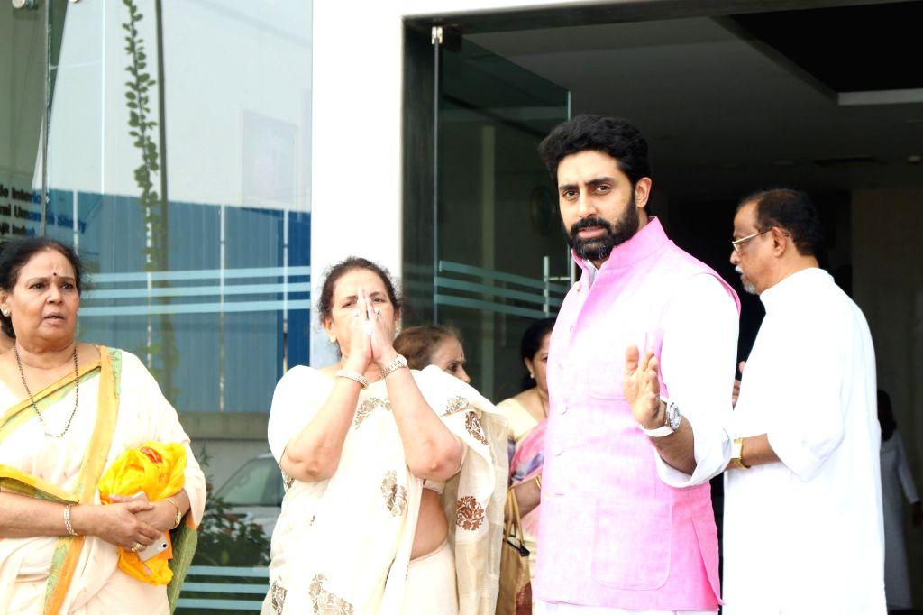 Actors Abhishek Bachchan with Aishwarya Rai's mother Vrinda Rai during the Prayer meet of Aishwarya Rai Bachchan's father Krishnaraj Rai in Mumbai on March 30, 2017. - Abhishek Bachchan, Aishwarya Rai Bachchan, Vrinda Rai and Krishnaraj Rai