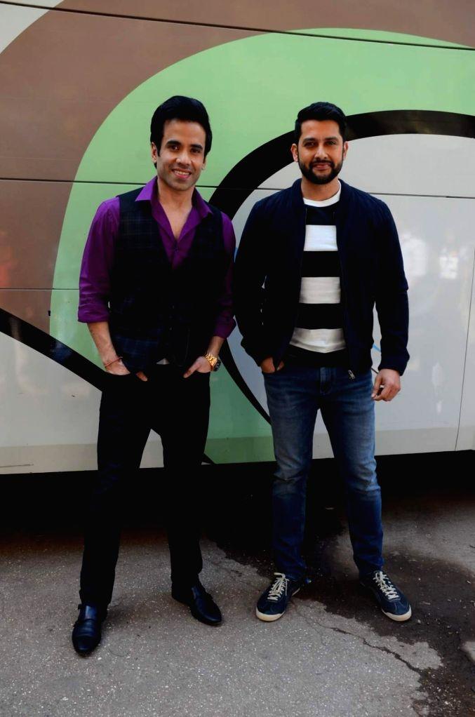 Actors Aftab Shivdasani and Tusshar Kapoor during the promotion of film Kyaa Kool Hai Hum 3 on the sets of Star Plus television show Ye Hai Mohabbatein, in Mumbai on Jan 18, 2016. - Aftab Shivdasani and Tusshar Kapoor