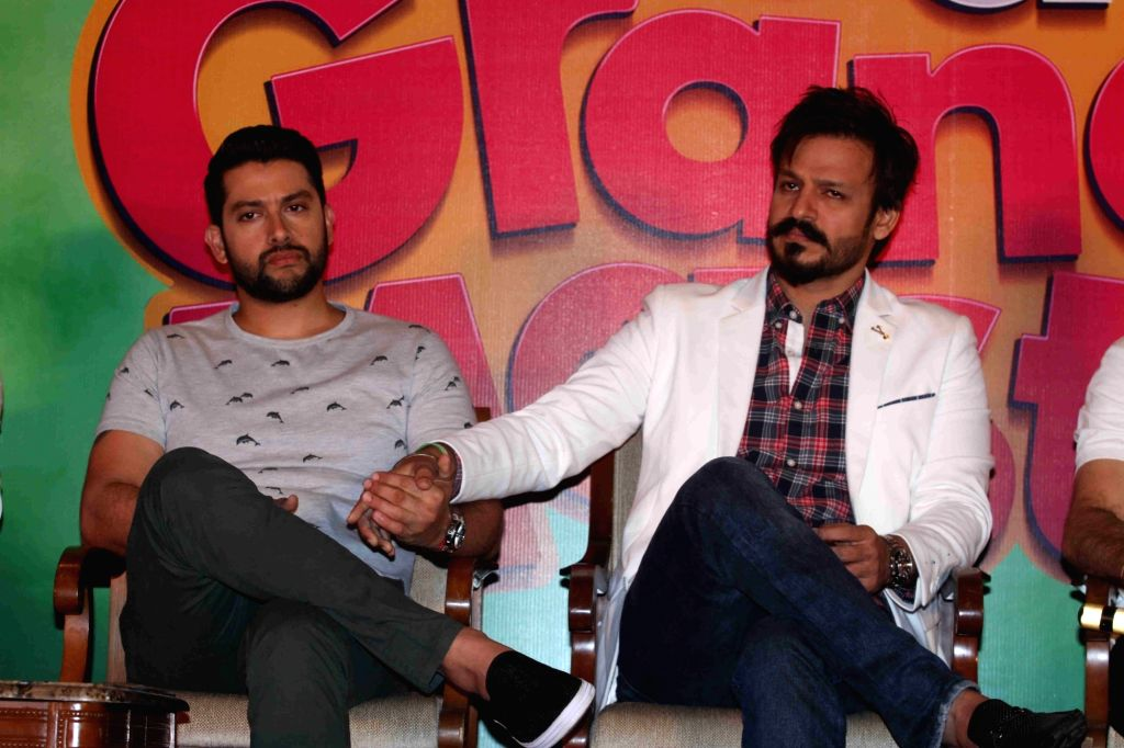 Actors Aftab Shivdasani and Vivek oberoi during the press conference on the issue of piracy and online leak of the film Great Grand Masti, in Mumbai, on July 16, 2016. - Aftab Shivdasani and Vivek