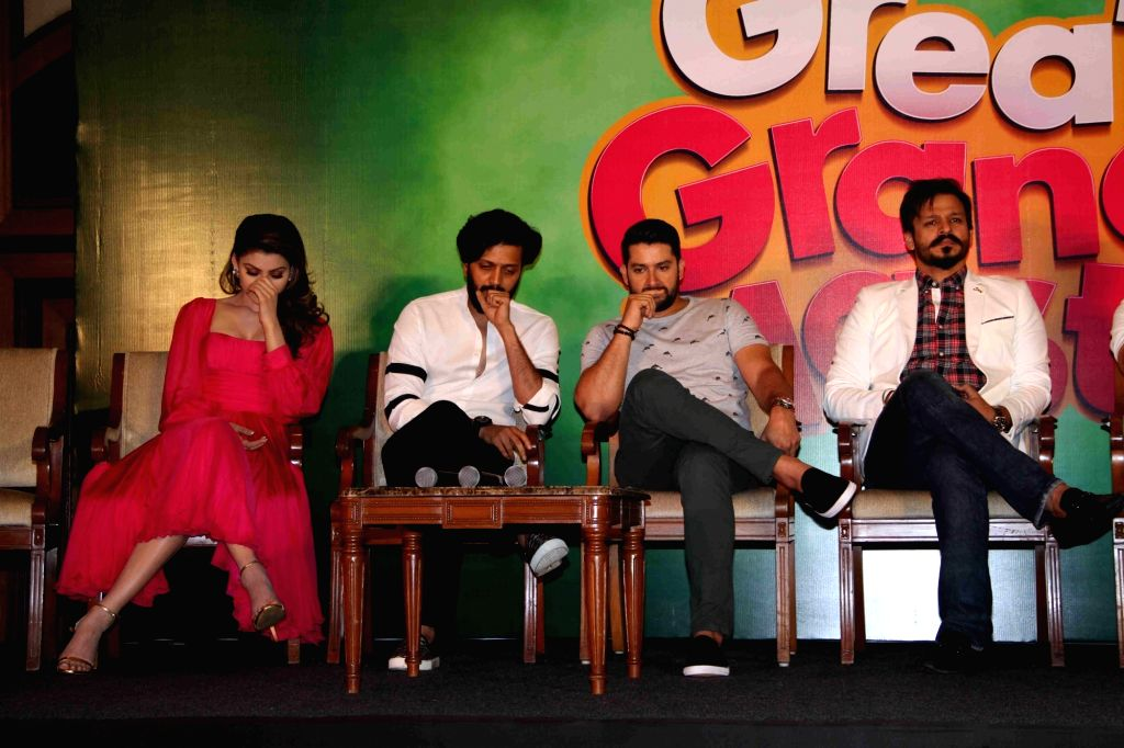 Actors Aftab Shivdasani, Ritesh Deshmukh, Urvashi Rautela, Vivek oberoi during the press conference on the issue of piracy and online leak of the film Great Grand Masti, in Mumbai, on July ... - Aftab Shivdasani, Ritesh Deshmukh, Urvashi Rautela and Vivek