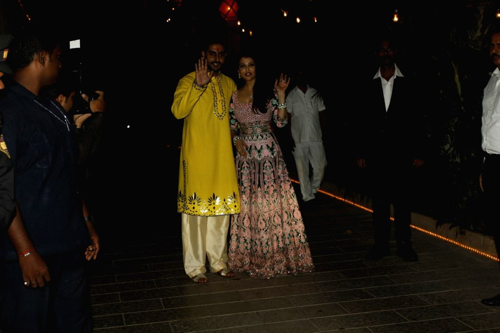 Actors Aishwarya Rai and her husband Abhishek Bachchan arrive to attend the Amitabh Bachchan's Diwali party in Mumbai on Nov 11, 2015. - Aishwarya Rai and Abhishek Bachchan