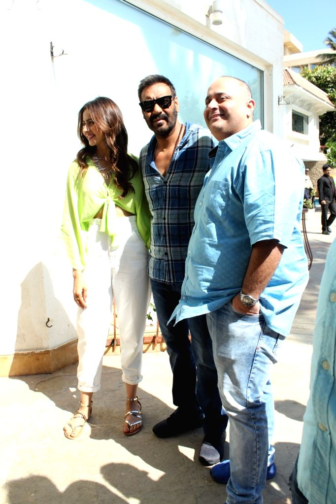 "Actors Ajay Devgn and Rakul Preet Singh with director Akiv Ali during an interview of their upcoming film ""De De Pyaar De"", in Mumbai, on May 10, 2019. - Akiv Ali, Ajay Devgn and Rakul Preet Singh"