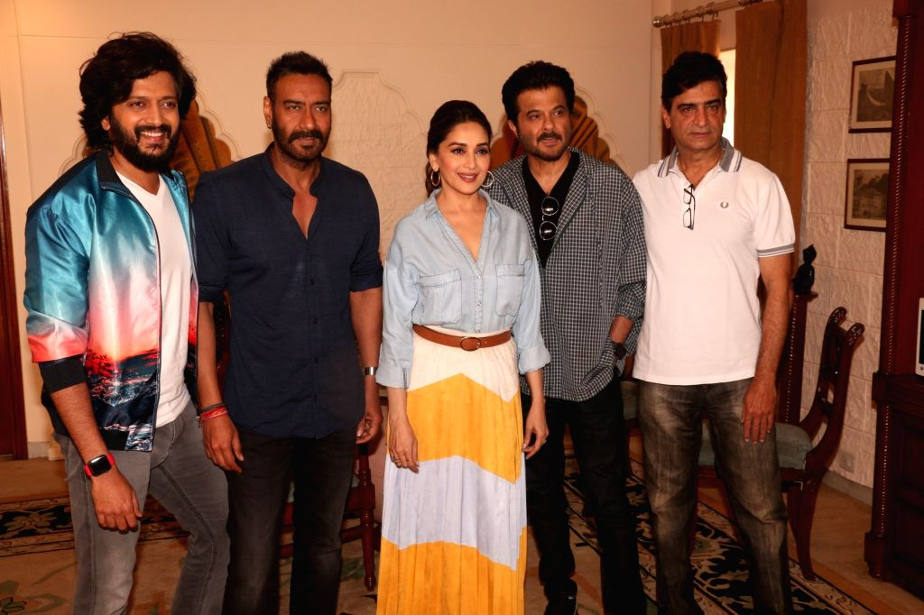"Actors Ajay Devgn, Riteish Deshmukh, Anil Kapoor and Madhuri Dixit with director Indra Kumar during a press conference regarding their upcoming film ""Total Dhamaal"" in Mumbai, on ... - Indra Kumar, Ajay Devgn, Riteish Deshmukh, Anil Kapoor and Madhuri Dixit"