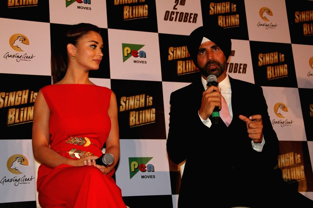 Actors Akshay Kumar and Amy Jackson during the trailer launch of film Singh Is Bling, in Mumbai, on August 18, 2015. - Akshay Kumar and Amy Jackson