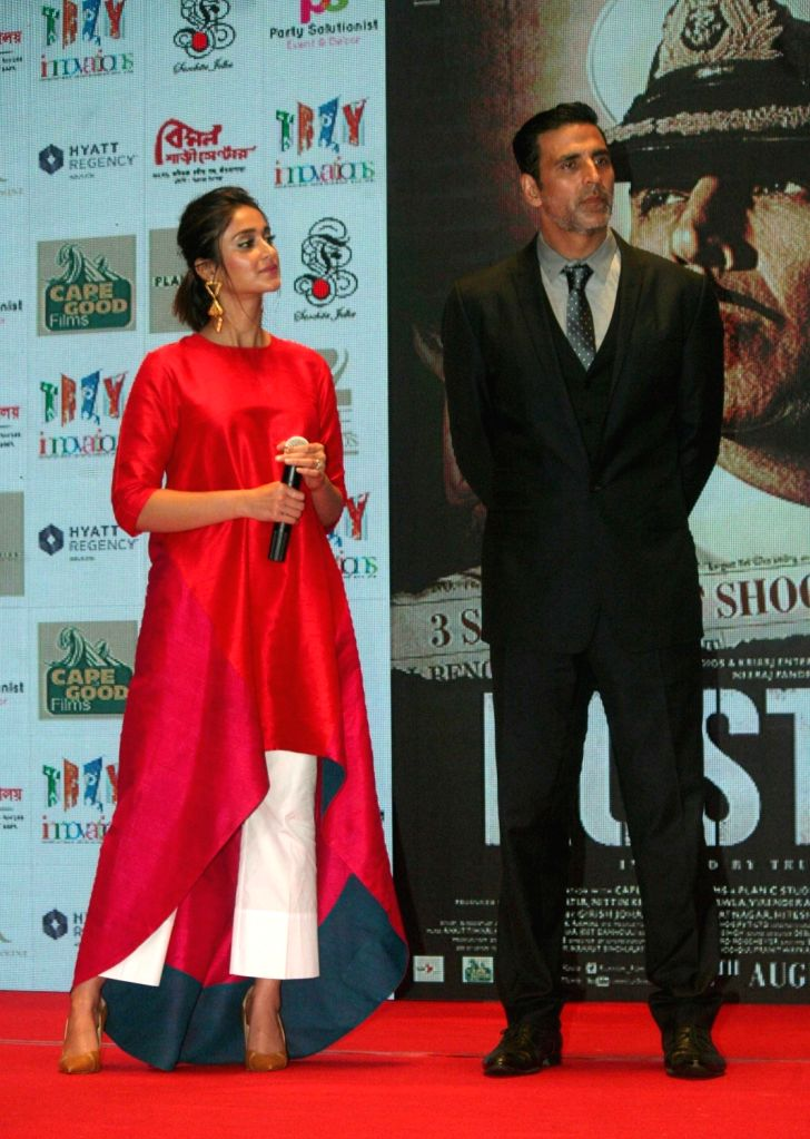 """Actors Akshay Kumar and Ileana D'Cruz during the promotion of their upcoming film """"Rustom"""" in Kolkata, on Aug 4, 2016. - Akshay Kumar and Ileana D'Cruz"""